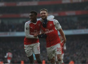 Iwobi congratulates Mustafi for his first Arsenal goal.